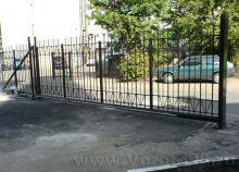 Откатные ворота кованым заполнением