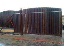 Откатные ворота с зашивкой деревом
