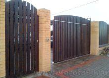 Ворота откатные с зашивкой деревом