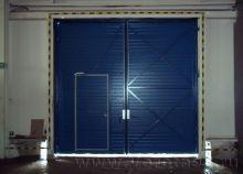 Промышленные распашные ворота (вид изнутри)